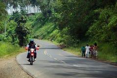 Verkehr auf armer asiatischer Datenbahn Lizenzfreie Stockfotos