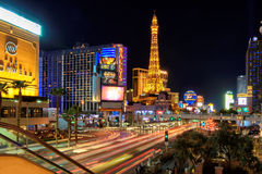 Verkehr auf dem Las Vegas-Streifen Stockbilder