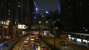 Verkehr auf den Straßen nachts stock video footage