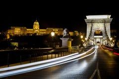 Verkehr auf der Hängebrücke in Budapest Stockfotos