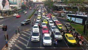 Verkehr auf der Straße von Bangkok stock video footage
