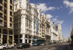 Verkehr auf Gran über in Madrid, Spanien Lizenzfreie Stockfotos