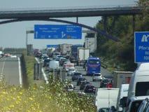 Verkehr auf Landstraße Lizenzfreies Stockbild
