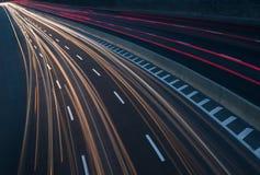 Verkehr auf Landstraße Stockfotos