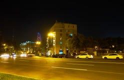 Verkehr auf Neftchilar-Allee in Baku Lizenzfreie Stockfotografie