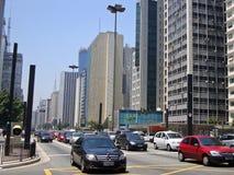 Verkehr auf Paulista-Allee Stockfotos