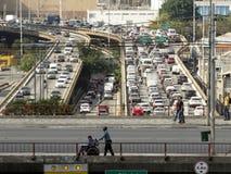 Verkehr auf Radial-Leste Avenue lizenzfreie stockfotos