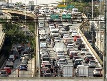 Verkehr auf Radial-Leste Avenue stockfotos