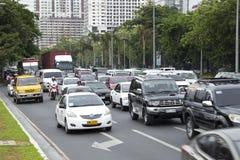 Verkehr auf Roxas-Allee w?hrend der Hauptverkehrszeit stockfotos