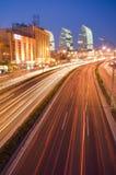 Verkehr auf Sonnenuntergang lizenzfreies stockfoto