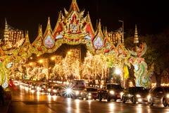 Verkehr in Bangkok bis zum Nacht Lizenzfreie Stockfotos
