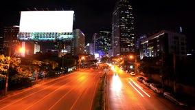 Verkehr in Bangkok, Thailand Bekanntmachen des Vorstands stock video