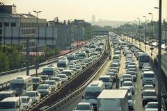 Verkehr bei Mecidiyekoy, Istanbul, die Türkei Stockbild