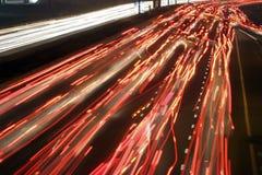 Verkehr bis zum Nacht stockfotografie