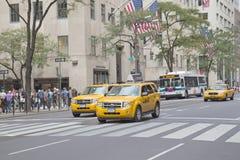 Verkehr an der 5. Allee (New York City) Lizenzfreies Stockbild