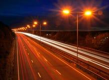 Verkehr an der Dämmerung lizenzfreie stockfotos