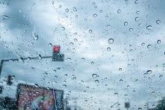 Verkehr in der Regenzeit stockfotos
