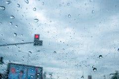 Verkehr in der Regenzeit lizenzfreie stockfotografie