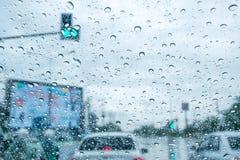 Verkehr in der Regenzeit stockfotografie