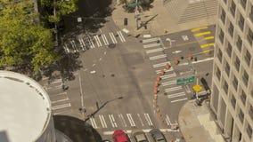 Verkehr, der Seattle kreuzt stock video