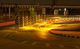 Verkehr in der Stadt nachts lizenzfreies stockbild