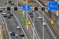 Verkehr die Niederlande der Landstraße A4 stockbild