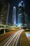 Verkehr durch im Stadtzentrum gelegenes Hong Kong lizenzfreie stockfotografie