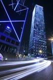 Verkehr durch im Stadtzentrum gelegenes Hong Kong stockbild