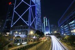 Verkehr durch im Stadtzentrum gelegenes Hong Kong stockbilder