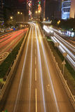 Verkehr durch im Stadtzentrum gelegenes Hong Kong stockfoto