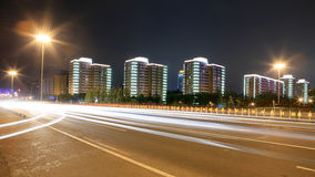 Verkehr durch im Stadtzentrum gelegenes Peking stockbilder