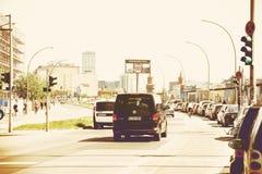 Verkehr entlang Berlin Wall Lizenzfreies Stockbild