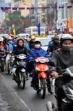 Verkehr in Hanoi Menge des Motorradtreibers auf der Straße Lizenzfreie Stockbilder