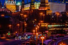 Verkehr hinter Moskau der Kreml Lizenzfreie Stockfotografie