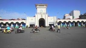 Verkehr im Bezirk 1 von Ben Thanh Market stock video