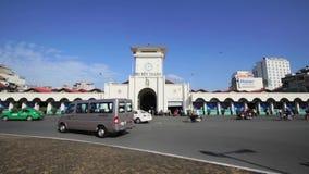 Verkehr im Bezirk 1 von Ben Thanh Market stock footage