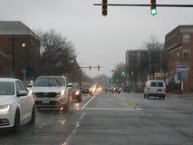Verkehr im Regensturm in der alten Stadt Alexandria stockfoto