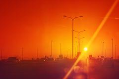 Verkehr im Sonnenuntergang lizenzfreies stockbild
