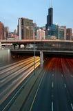 Verkehr in im Stadtzentrum gelegenem Chicago Lizenzfreie Stockfotografie