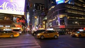 Verkehr im Times Square nachts stock video footage