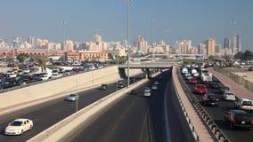Verkehr in Kuwait-Stadt stock video
