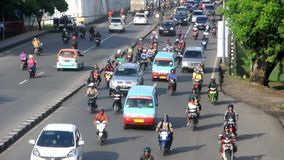 Verkehr in Makassar, Indonesien stock video footage