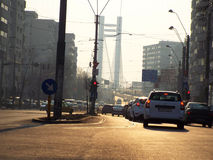 Verkehr nahe auf Basarab-Brücke Stockfotos