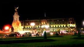 Verkehr nahe Buckingham Palace in London stock footage