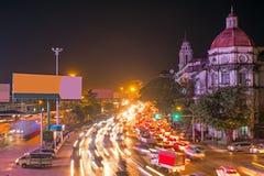 Verkehr in Rangun Myanmar nachts lizenzfreies stockbild