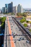 Verkehr in Richtung zu Cahill-Schnellstraße Stockfotografie
