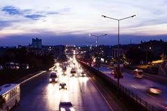 Verkehr am Sonnenuntergang Stockfotografie