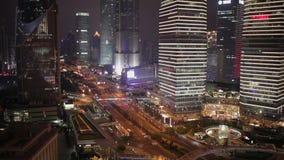 Verkehr und Stadtbild von Shanghai nachts, Shanghai, China stock video footage