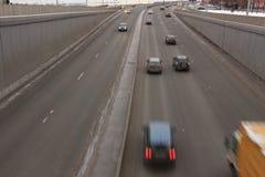 Verkehr von Autos vom Tunnel lizenzfreies stockfoto