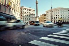 Verkehr während der Hauptverkehrszeiten in der Stadt lizenzfreie stockfotos